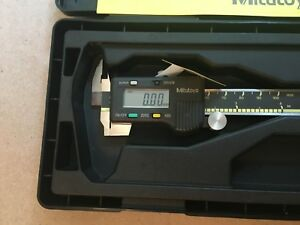 New Mitutoyo Absolute Digital Caliper 500 195 Cd 4 Cs