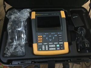 Fluke 190 104 4ch 100mhz Color Scopemeter Oscilloscope W Leads Charger