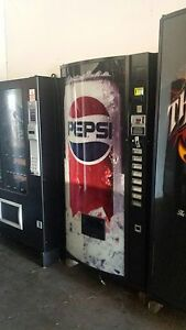 Dixie Narco 501 8 Bubble Front Soda Vending Machine Pepsi coke W bill Acceptor