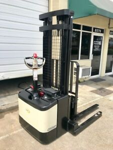 2005 Crown Electric Walkie Stacker W Gnb 24 Volt Industrial Battery