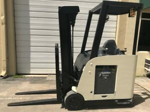 2007 Crown Electric Forklift Dockstocker Narrow Aisle Stand Up Rc5500