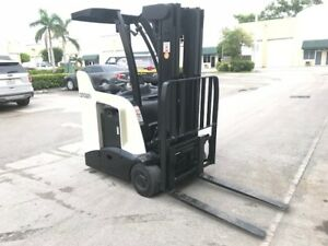 2010 Crown Electric Forklift 2015 Battery 11 614 Hrs Charger Available Rc5500