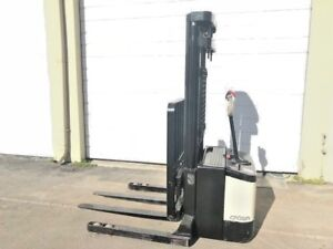 2004 Crown Electric Walkie Stacker W Gnb 24 Volt Industrial Battery