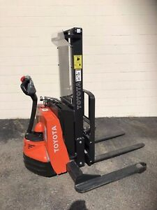 Toyota Walkie Stacker Fork Truck 2500 Lb 104 Inch 7bws13 Very Low Run Time
