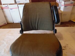 International 1480 Combine Farm Tractor Seat Assembly decent