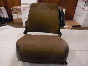 International 1440 Combine Farm Tractor Seat decent