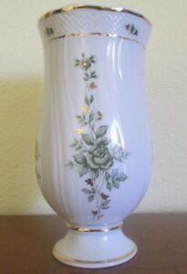 Hollohaza Hungary 8 1 2 Inch White Porcelain Vase Excellent Condition
