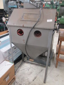 Sand Blasting Enclosure 29 X 20 Inside Dims 115v 1ph W wand No Media Included
