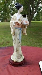 Beautiful Oriental Porcelain Handpainted Lady Figurine