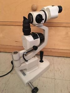 Topcon Sl 2e Slit Lamp With No Power Supply Table And Chin Rest made In Japan