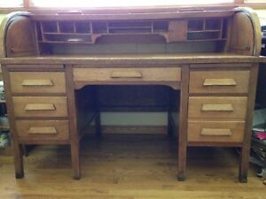 Vntg 1930 S Large Oak Roll Top Desk 6 Drawers 1 File Pigeon Holes Cubbies