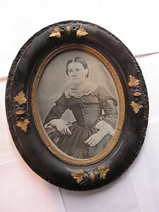 Antique Oval Wooden Picture Frame Gilded Carved Flowers With Photo