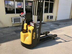 2015 Yale Electric Pallet Jack 4 500 Lb Capacity With Charger