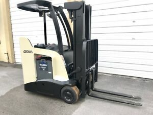 2012 Crown Narrow Aisle Forklift 3 000 Lb Capacity With 84 160 H 2018 Battery