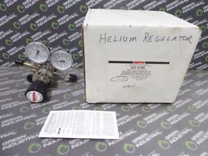 New Smith Company 223 4109 Two Stage Analytical Regulator 150 Psig Delivery