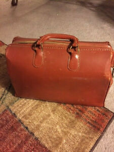 Antique Vintage Doctor Medical Cowhide Leather Travel Bag With Feet