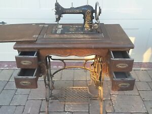 1914 Antique Davis Vertical Feed Treadle Sewing Machine For Quilting