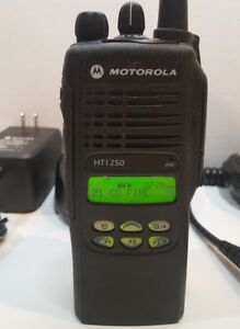 Motorola Ht1250 Vhf 136 174mhz Police Fire Ems Two way Radio Aah25kdf9aa5an