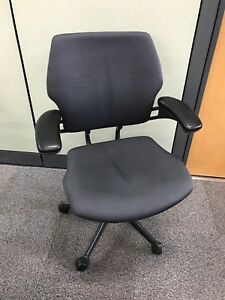 Humanscale Freedom Adjustable Arms Seat Depth Back Height Memory Foam