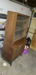 Mid Century Stanley China Cabinet Hutch With Glass Doors