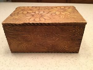 Vintage Old Pyrography Burnt Wood Dresser Box Daisies Flowers Floral Yellow
