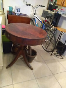 Antique Mahogany Wood Round Drum Table Claw Feet Lion Head Drawer Pull
