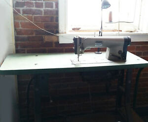 Industrial Sewing Machine Pfaff With Metal Table Vtg Electric