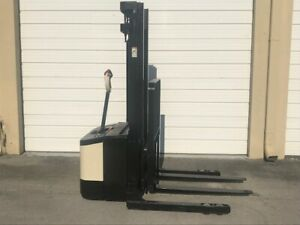 2005 Crown Electric Walkie Stacker Ws2300 W 24 Volt Battery On board Charger