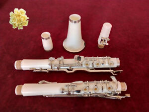 White G key clarinet  bakelite material  beautiful appearance and good tone