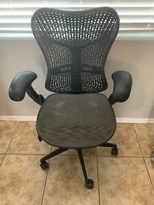 Herman Miller Mirra Office Desk Chair Posturefit Adjustable Up And Down Arms
