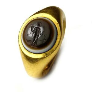 A Roman Eye Agate Finger Ring With Fortuna Intaglio Ca 1st Century Bc Ad