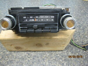 Vintage Gm Delco Am Fm Stereo Deluxe Push Button Radio
