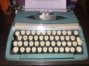 S C M Corona Corsair Deluxe 1970 Portable Manual Typewriter