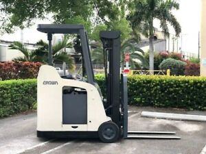 2009 Crown Electric Forklift Narrow Aisle 3 000 Lb Capacity With 84 190 H