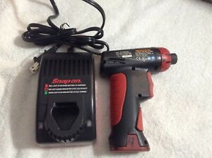 Snap On Cts561cl Cordless 1 4 Screw Gun Driver 7 2v Charger Battery Ctc572 1b