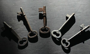 Antique Lot Of 5 Early To Middle 20th Century Keys