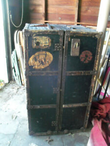 Vintage Antique Wardrobe Steamer Trunk W Drawers Hangers Lock