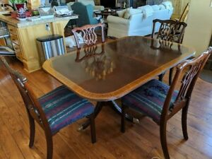 Vintage Chippendale Style Banded Mahogany Dining Table Chairs And China Cabinet