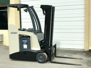 2013 Crown Electric Forklift Narrow Aisle 3 000 Lb Capacity With 84 190 H