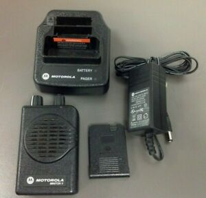 Motorola Minitor 5 Pager Model A03kms9239bc Vhf 2 Ch Sv Charger Used Bat