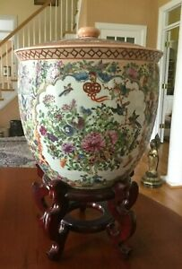 Chinese Porcelain Famille Rose Lidded Ceremonial Pot Large Republic Period