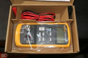 New Fluke 717 5000g Pressure Gauge Process Calibrator 0 5000 Psi 0 1 Psi