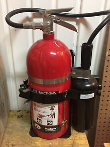 Badger Carbon Dioxide 10lb 10 b c Fire Extinguisher 24208 With Vb 2 Bracket