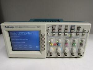 Tektronix Tds2024 Digital Oscilloscope 200mhz 4 Ch Color Tds2cm