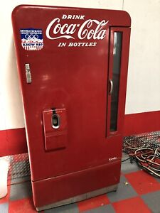 Vendo 39 Working Cooling Antique Coke Machine