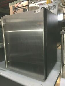 Cooler Bar Back 1 Door U line 24 X 24 X 32 h 115 V 12 Amps 60 Hz