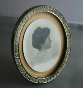 Antique Small Oval Silver Metal Easel Photo Frame W Picture Of Woman 3 X 3 75