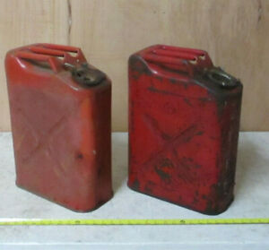 Lot Of 2 Used Usmc Red 5 Gallon Gas Can Dot 5l Jerrycan Willy s Jeep Jerry Can