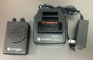 Motorola Minitor 5 Pager Model A03kms9238bc Vhf 1 Ch Sv Charger Used Bat
