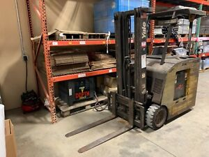 Yale Lift Truck With Charger